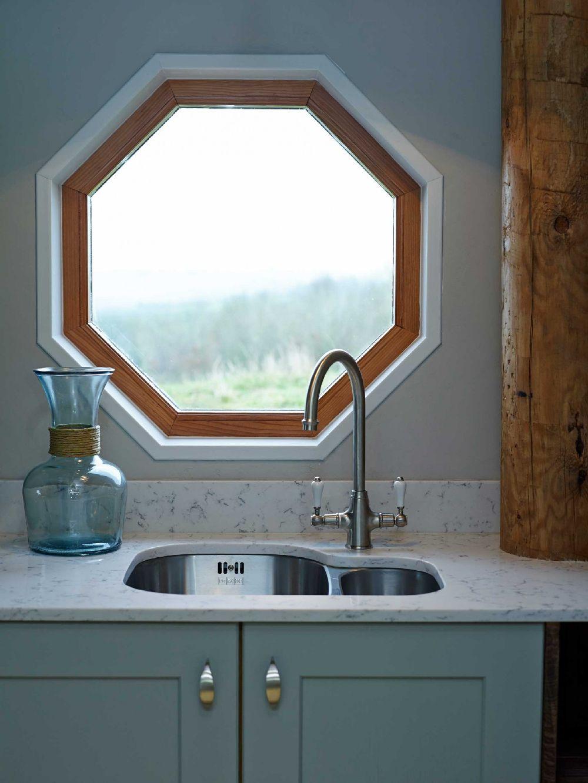 adelaparvu.com despre casuta de vacanta eco in Tara Galilor, Treberfedd Farm, design interior Cream and Black (16)