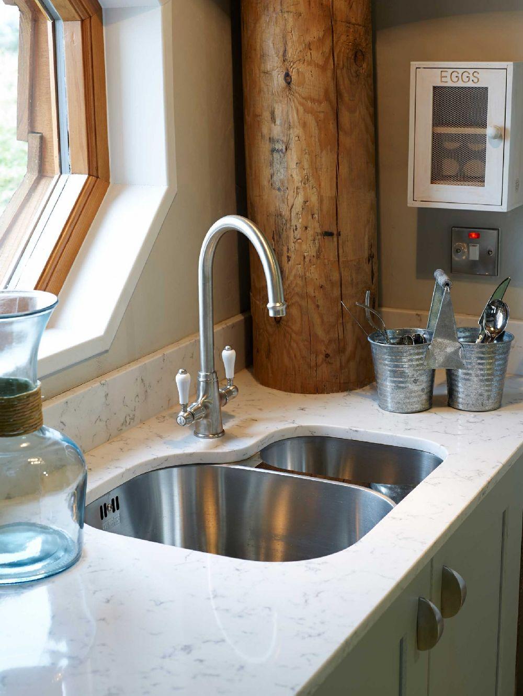 adelaparvu.com despre casuta de vacanta eco in Tara Galilor, Treberfedd Farm, design interior Cream and Black (17)