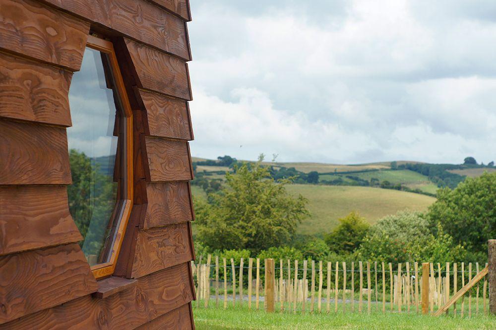 adelaparvu.com despre casuta de vacanta eco in Tara Galilor, Treberfedd Farm, design interior Cream and Black (19)