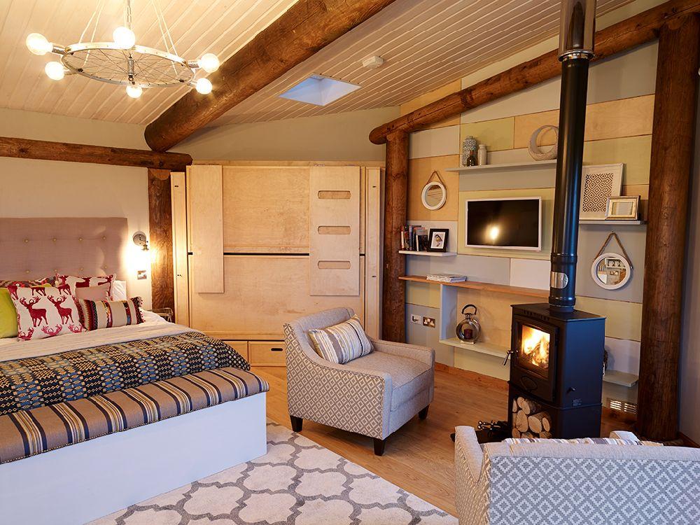 adelaparvu.com despre casuta de vacanta eco in Tara Galilor, Treberfedd Farm, design interior Cream and Black (28)