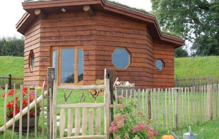 adelaparvu.com despre casuta de vacanta eco in Tara Galilor, Treberfedd Farm, design interior Cream and Black (32)