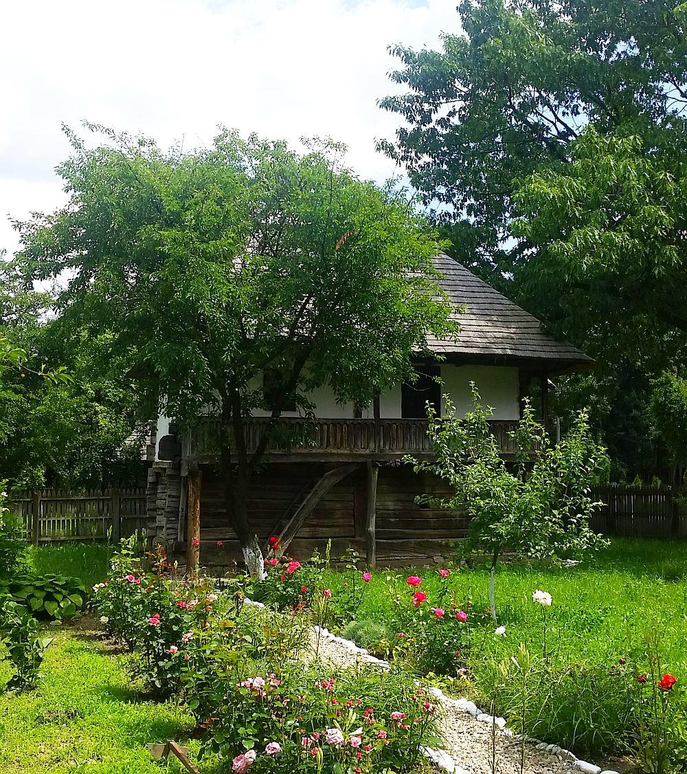 adelaparvu-com-despre-case-traditionale-romanesti-muzeul-viticulturii-si-pomiculturii-golesti-jud-arges-romania-foto-adela-parvu-3