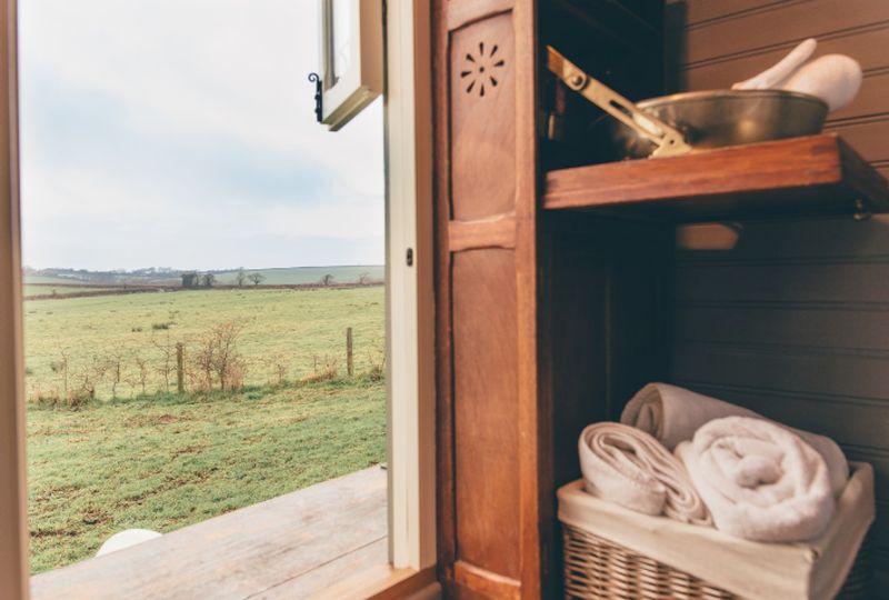 adelaparvu.com despre casa de vacanta cu carute anexate, casa Nomad, Marhamchurch, Cornwall, UK, Foto Unique Home Stays (11)
