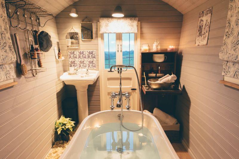 adelaparvu.com despre casa de vacanta cu carute anexate, casa Nomad, Marhamchurch, Cornwall, UK, Foto Unique Home Stays (17)
