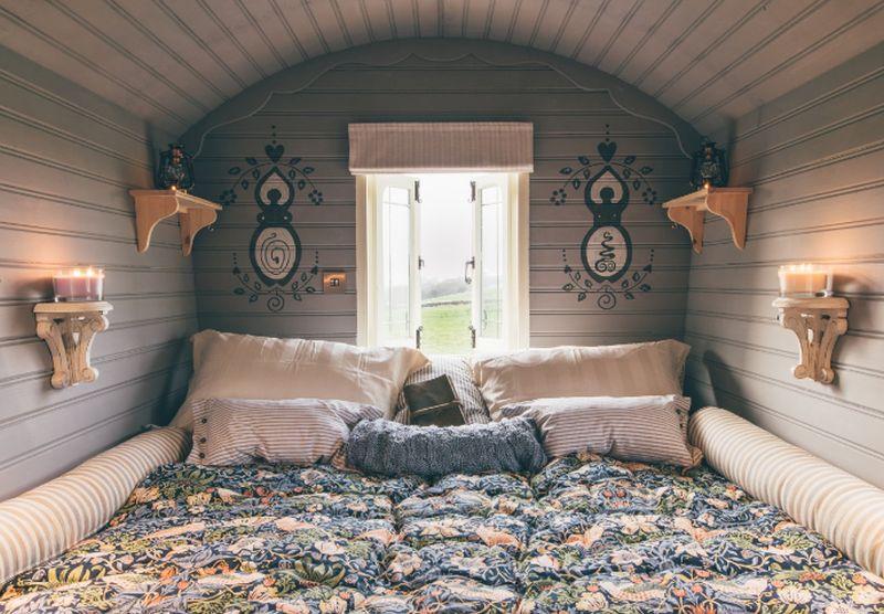 adelaparvu.com despre casa de vacanta cu carute anexate, casa Nomad, Marhamchurch, Cornwall, UK, Foto Unique Home Stays (2)