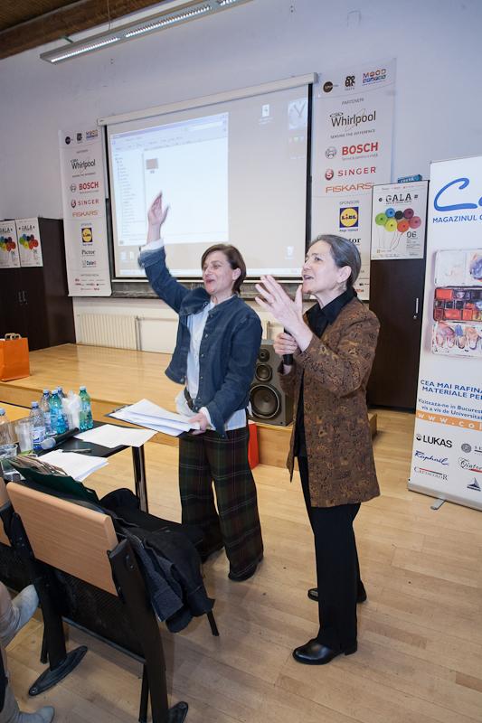 Profesorului anului Claudia Musat (foto dreapta) alaturi de Dorina Horatau sefa dep arte si design textil. FOTO: Andrei Iliescu