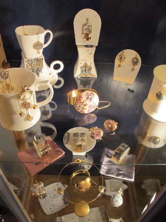 Bijuterii si piese de portelan din colectia Gradina cu giuvaiere III de la Wagner Arte frumoase