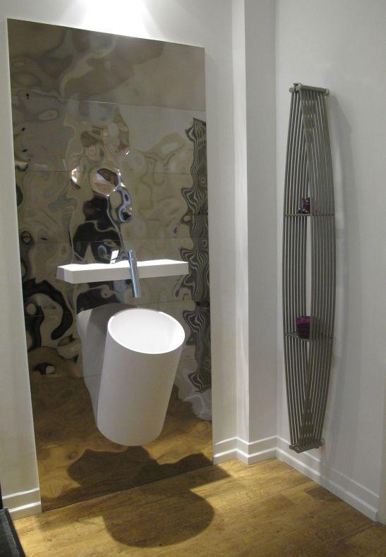 Propunere de baie moderna cu piese de design si placi metalice de la Dream Home Design