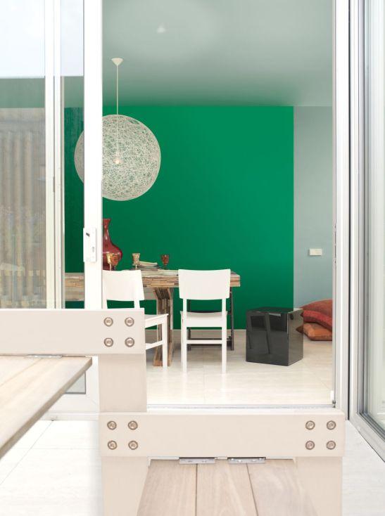 Nuanta de verde puternica pentru interioare moderne Foto Copyright © Akzo Nobel