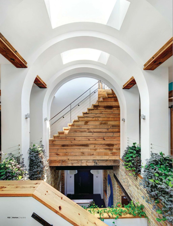 O fosta scoala a devenit casa unei familii cu cinci copii for Arid garden design 7 little words