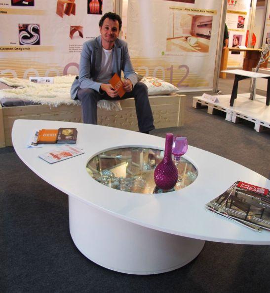 Masa Caleidoscop, realizata de Hertz Design, designer Constantin Alupoaei