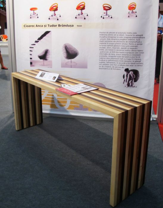 Stripes Table, realizata de Amitel Impex, designer Bogdan Catalina