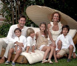 Carlos si Dafne cu cei patru copii ai lor