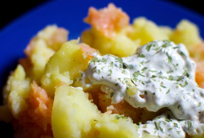 Salata de cartofi cu somon