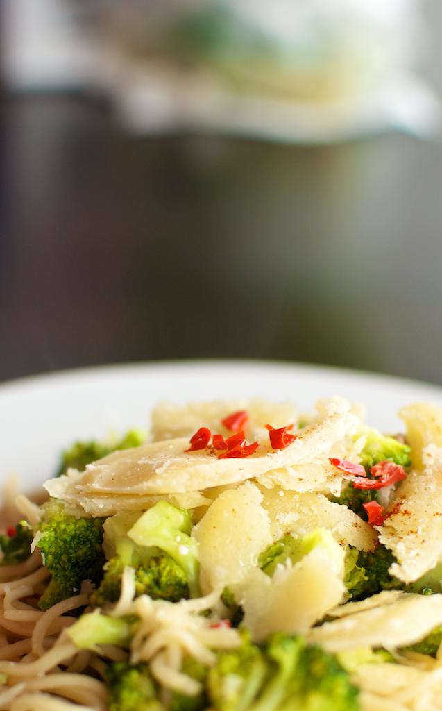 Servire tăiței cu broccoli