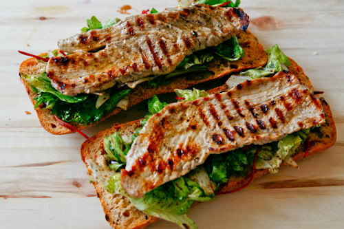 mazilique sandwich cu porc si salata