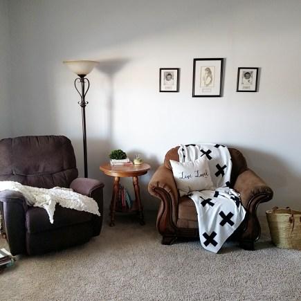 Modern Burlap throw in living room