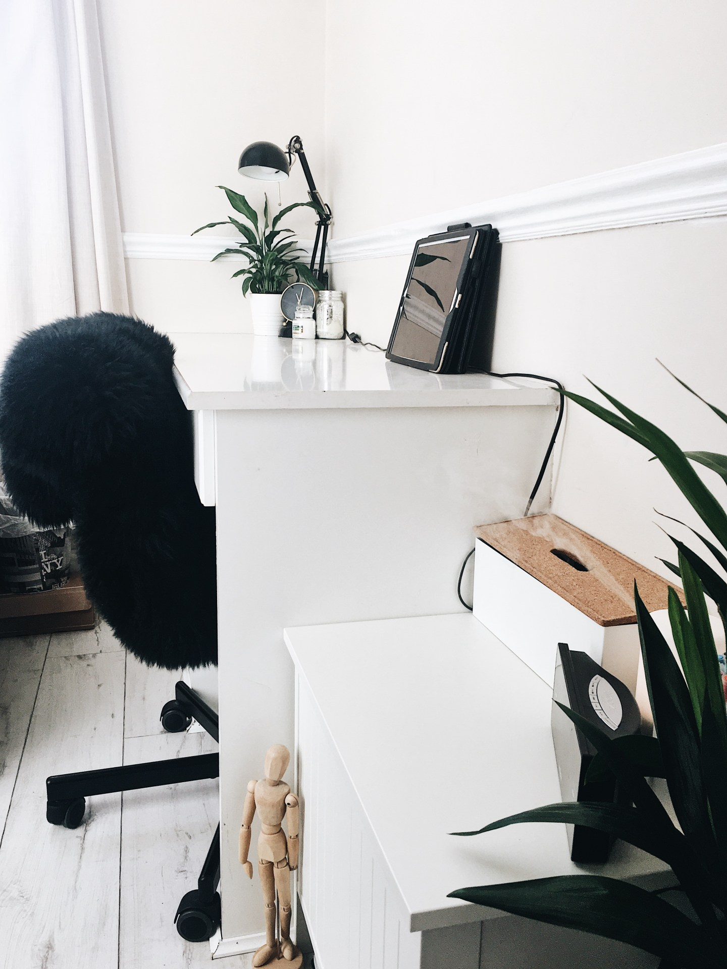 Minimal-Room-Decor.JPG