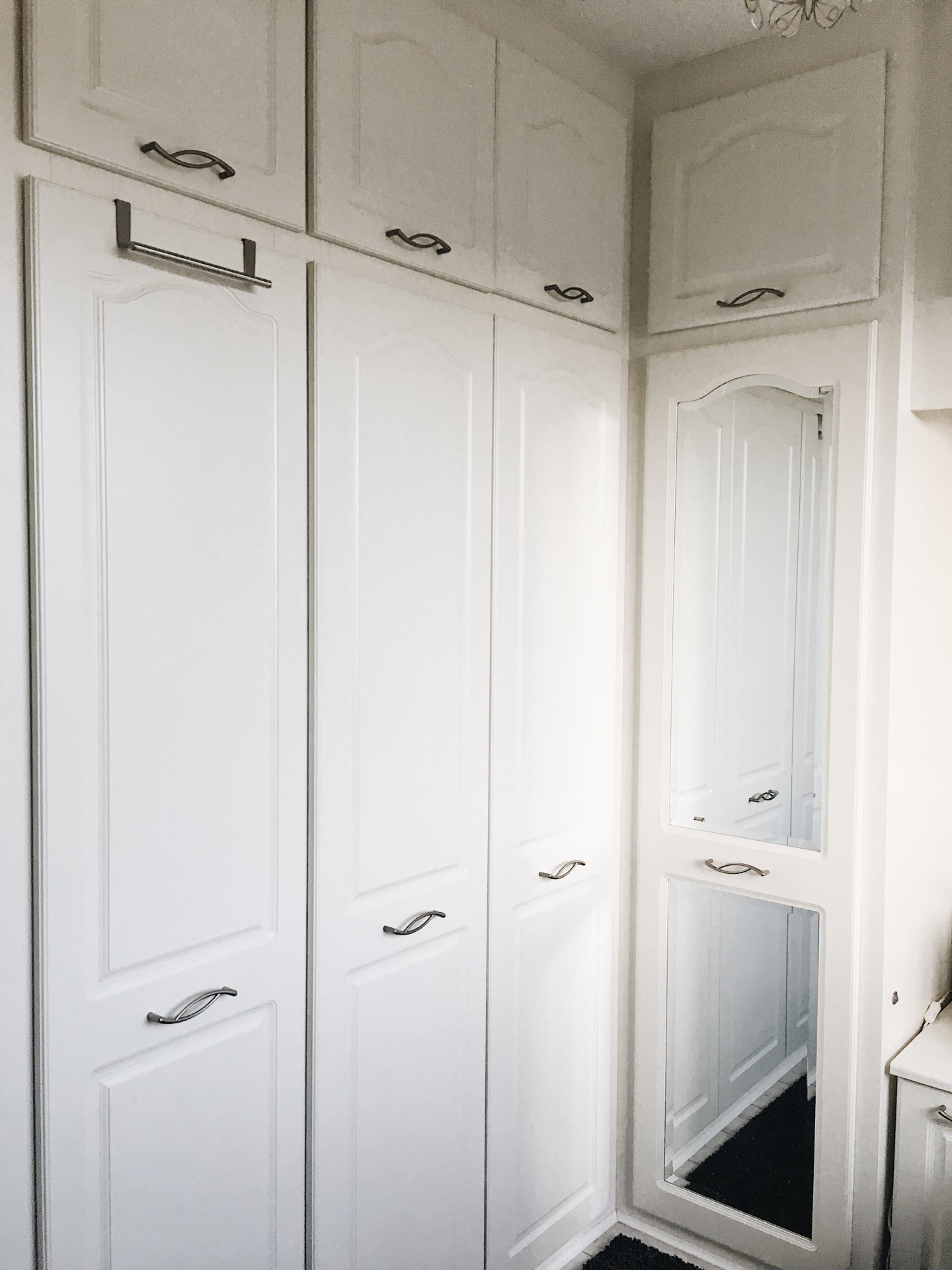 Sharps-Fitting-Wardrobe-In-Small-Bedroom.JPG