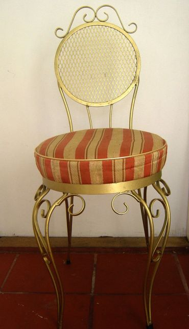 st vinnies gold and red chair