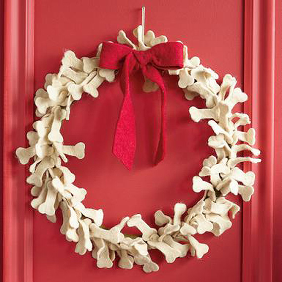 unusual-christmas-wreath-dog-bones
