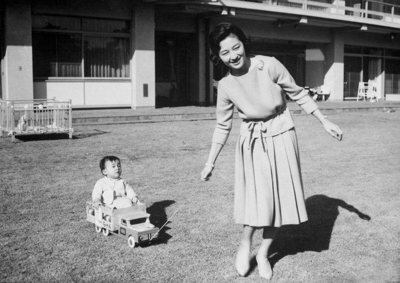 Kaiserin Michiko und Sohn Naruhito