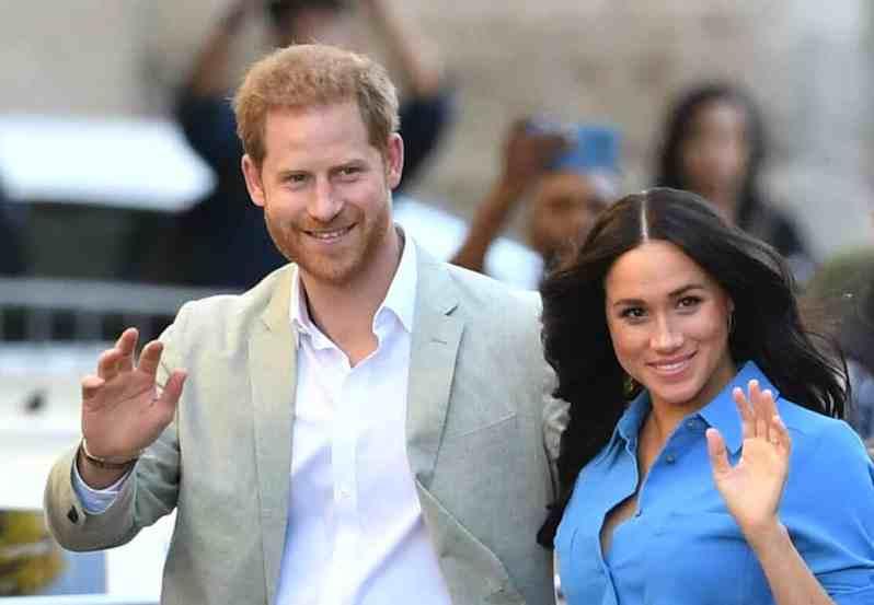 Herzogin Meghan und Prinz Harry zeigen Herz