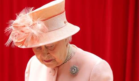 Queen Elizabeth arbeitet schon wieder