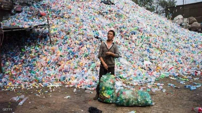 """بدون الصين.. العالم يواجه عصر """"البلاستيك"""" ويغرق بالقمامة"""