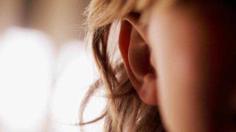 في الصين امرأة لا تسمع أصوات الرجال