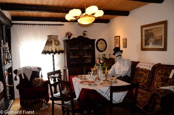 Klein Escherde - Blick in einen Raum -