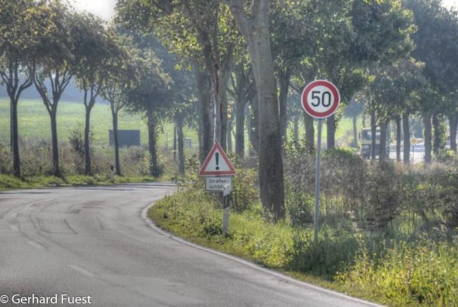 Zwischen B 3 Kreuzung und Adensen Einfahrt Am Mühlenfeld besteht jetzt auch eine Tempobegrenzung von 50 km/h