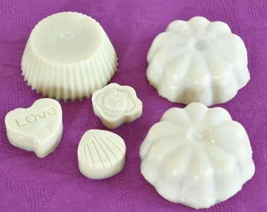 sabun herbal dikeluarkan dari cetakan