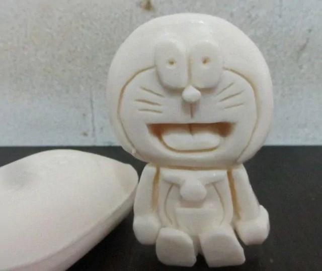 Gambar kerajinan patung dari sabun bentuk Doraemon