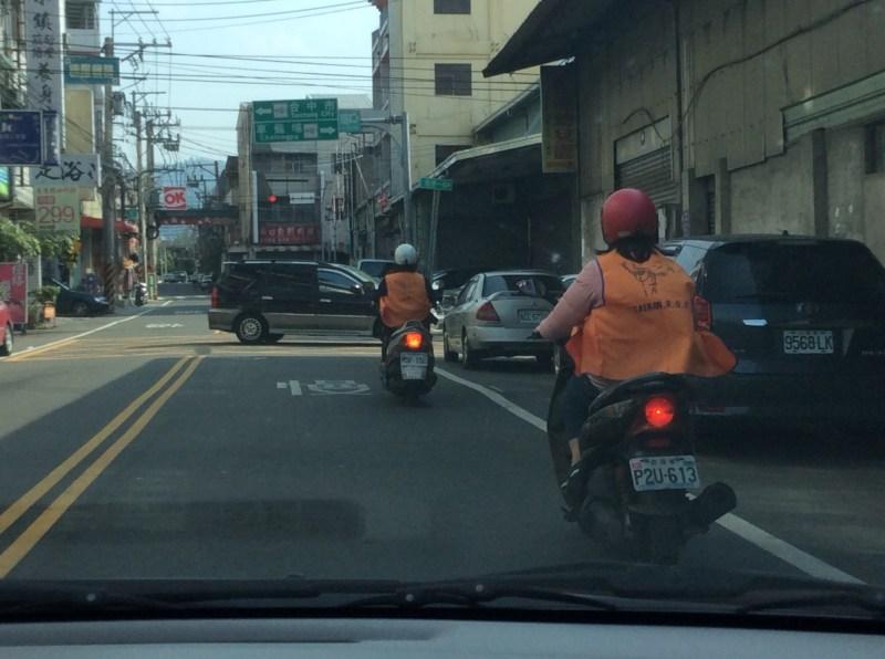Yendo en moto a misionar.