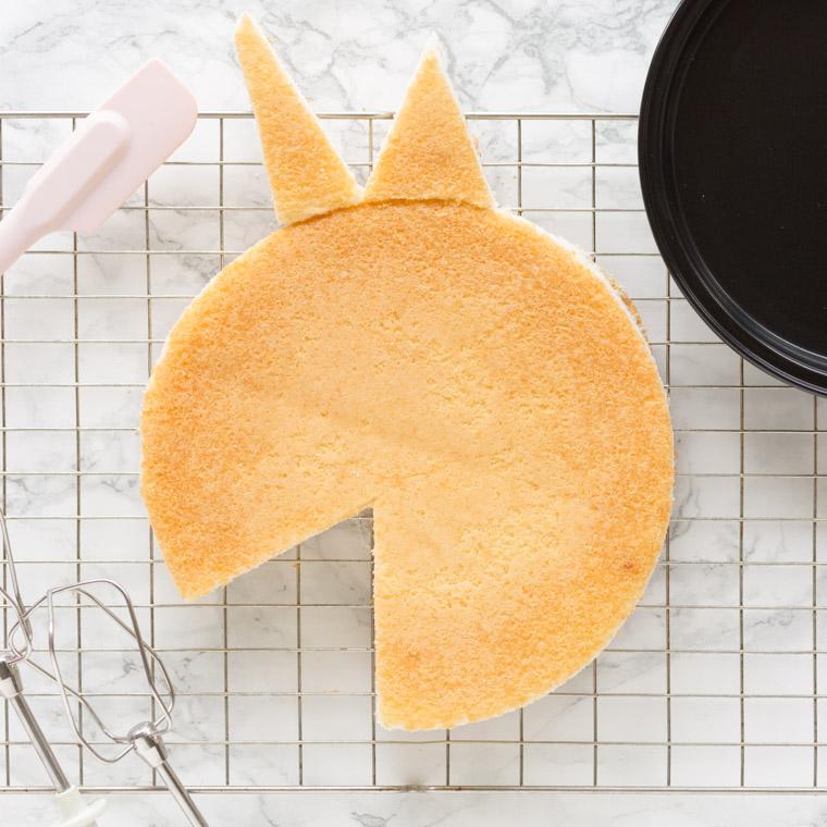 Enkel och snabb tårta formad som en enhörning
