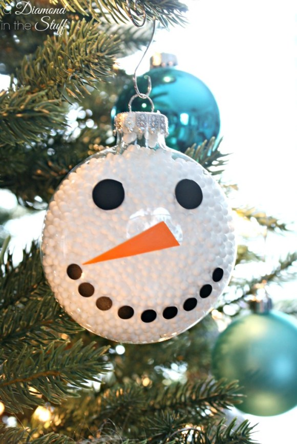5 Ornaments to Make Using Vinyl | A Diamond in the Stuff