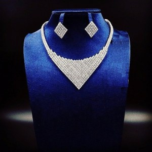 Irresistible White Gold Plated Necklace and Earring Set For Your Occasions
