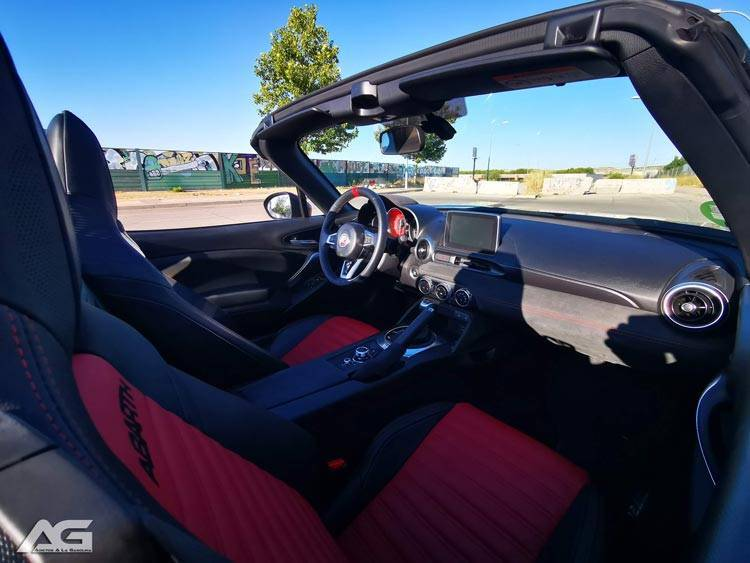 Interior Abarth 124 Spider