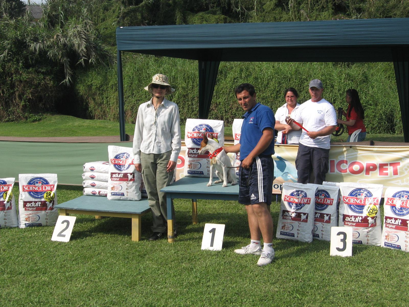 José y Lucas recibiendo premio de primer lugar