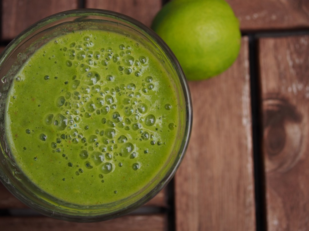 photograph of green smoothie, healthy eating supports homeopathic treatment