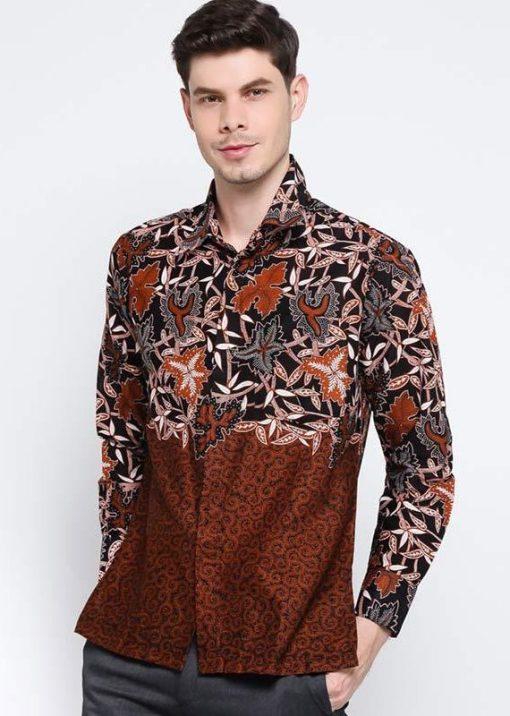 Long sleeves shirt Desain ethnic dalam motif batik Pointed collar, front button opening Detail button pada bagian lengan Materail : Katun prima