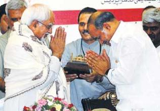 Chief Minister Y.S. Rajasekhar Reddy greets Vice-President Hamid Ansari during a function to release Muraqqa-e-Chughtai at Jubilee Hall on Saturday.