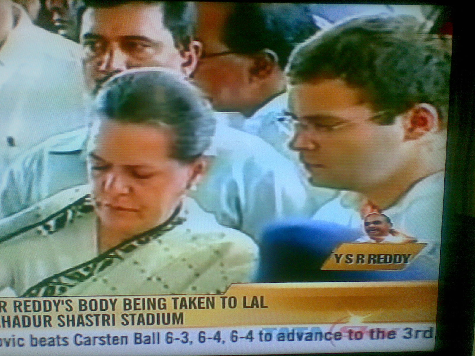 Grief on Faces and with Great Respect and sence of loss of YSR, Sonia Gandhi and Rahul Gandhi Paying Homage to the Departed Soul of YSR in Hyderabad Today 4th Sept 2009