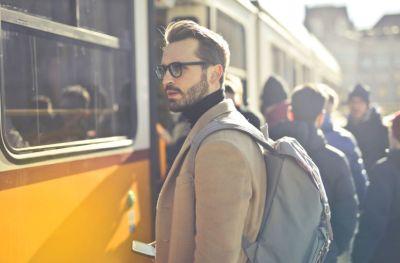 Contoh Percakapan Di Stasiun Kereta Api Bahasa Indonesia Dan Inggris