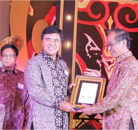 ADIRA Finance meraih penghargaan di Sustainability Reporting Award 2014