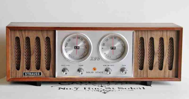 vintage strauss radio