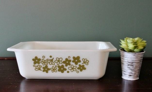 Pyrex bread pan green floral (500x303)