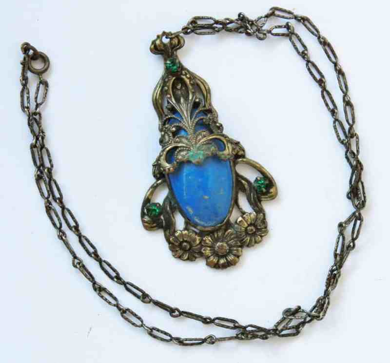 vintage-pendant-with-blue-stone-2-1024x953