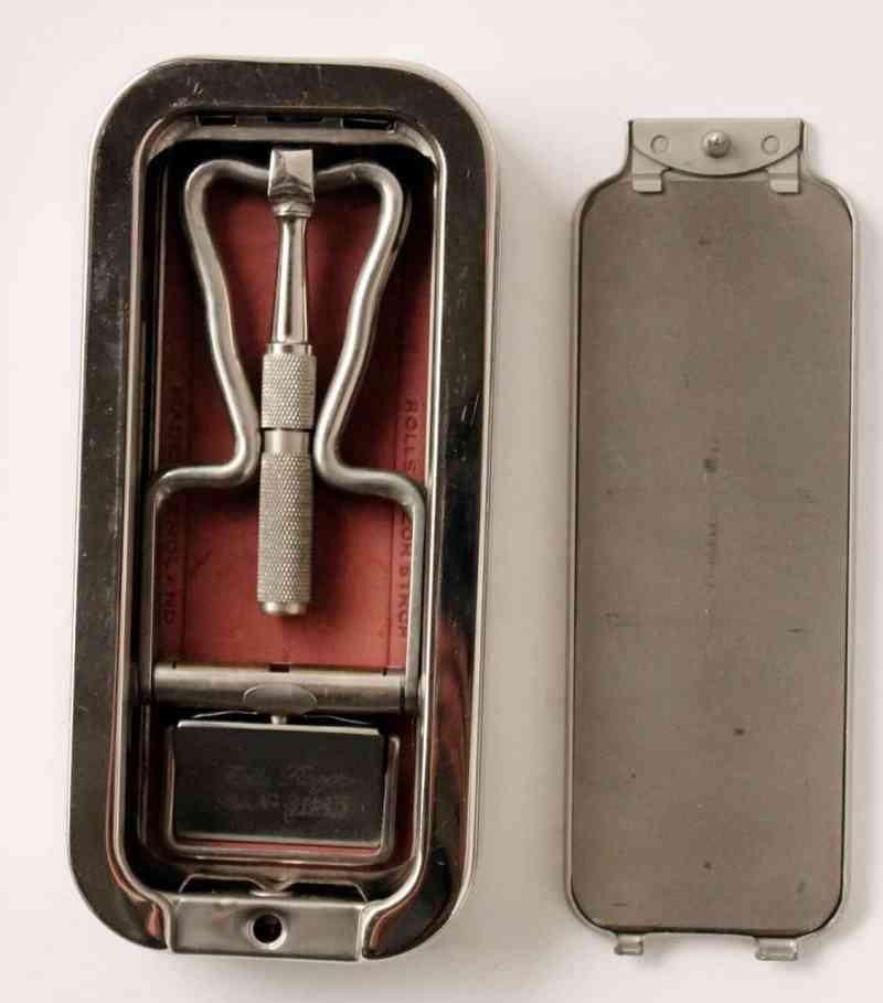 vintage-rolls-razor-4-1127x1280